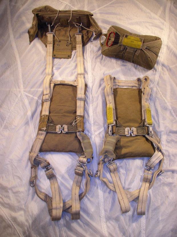 WWII Uniforms - Parachutes 1943-1945